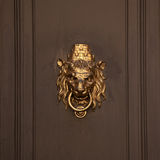 Maniglia della porta sotto forma di museruola del leone Fotografia Stock