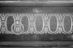 Maniglia di porta antica sul gabinetto di legno d'annata Fotografia Stock