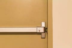 Maniglia di porta dell'uscita di sicurezza Fotografia Stock Libera da Diritti
