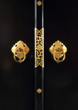 Maniglia di porta dorata giapponese fotografie stock