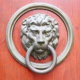 Maniglia di porta sotto forma di testa di un leone Fotografia Stock Libera da Diritti