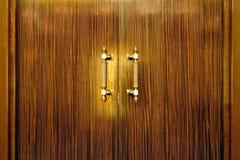 Maniglia di portello sui portelli di legno Fotografia Stock