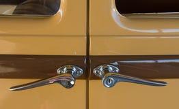 Maniglie di porta d'annata dell'automobile Fotografie Stock