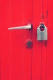 Manija y cerradura en puerta Imagen de archivo libre de regalías