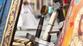 Manijas de las espadas almacen de metraje de vídeo