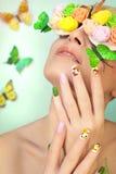 Maniküre mit Schmetterlingen Lizenzfreies Stockfoto