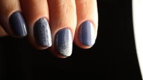 Manikürenagel-Designblau mit Spitze- und Paillettesteigung lizenzfreie stockbilder