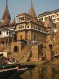 Manikarnica Ghat在Benaras印度 免版税库存图片