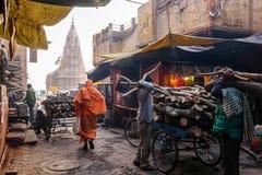 Manikarnika Ghat é um dos ghats na Índia de Varanasi e é sabido mais sendo um lugar da cremação hindu fotos de stock royalty free