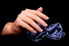 Manikyr - skönhetbehandlingfoto av trevliga manicured kvinnafingernaglar Fotografering för Bildbyråer