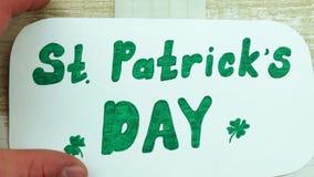 Manikyr vid en dag för St Patrick ` s lager videofilmer