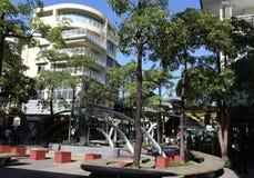 MANILA - 17 DE MAYO: Bonifacio High Street peatonal en Bonifac Foto de archivo