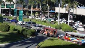 MANILA - 17 DE MAYO: Trafique en ciudad global el 17 de mayo en Manila, phi Foto de archivo libre de regalías