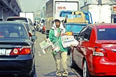 Manila för tidningspojke Filippinerna Royaltyfri Bild