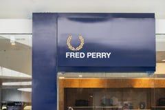Manila, Filipinas, o 22 de março de 2018 - marca de Fred Perry na montra na alameda da manutenção programada do shopping de Ásia Imagens de Stock