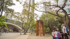 MANILA, FILIPPINE - 28 NOVEMBRE 2017: Triangolo di Ayala nella città di Makati, metropolitana Manila, Filippine La metropolitana  fotografia stock