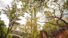 MANILA, FILIPPINE - 28 NOVEMBRE 2017: Triangolo di Ayala nella città di Makati, metropolitana Manila, Filippine La metropolitana  fotografie stock libere da diritti