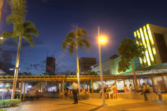 MANILA, MAJ - 17: Krajobraz Bonifacio głowna ulica w Taguig Ci Zdjęcia Stock
