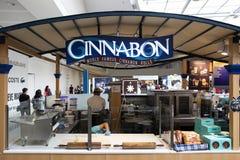 Manila, 22 Marzec 2018 - Cinnabon sklep w SM centrum handlowym Azja zakupy centrum handlowe Cynamonowa rolka w fasta food kącie Obrazy Stock