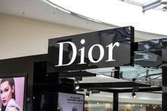 Manila, 22 Marzec 2018 - Dior gatunku imię na sklepu wejściu w SM centrum handlowym Azja zakupy centrum handlowe Luksusowi kosmet Zdjęcie Royalty Free