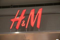 Manila, o 22 de março de 2018 - marca do HM na entrada da loja na alameda da manutenção programada do shopping de Ásia Loja diári Imagens de Stock