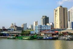 Manila, Philippinen - 7. März 2016: Häuser auf der Ufergegend des Flusses Pasig in Manila Lizenzfreie Stockfotografie