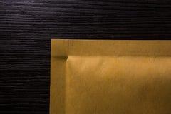 Manilla бумага Брайн угла текстуры доставки пакета конверта Стоковые Фотографии RF