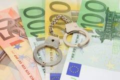 Manillas en notas euro Fotografía de archivo libre de regalías