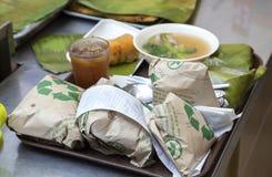 Manille, Philippines - juillet, 26, 2016 : Portion philippine emballée de déjeuner dans une chaîne de restaurant à Manille images stock