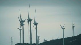 MANILVA SPANIEN - SEPTEMBER 27, 2018 Vindgeneratorer producera hållbar elektrisk energi royaltyfri foto