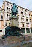Manin雕象和古铜狮子,在威尼斯,欧洲 免版税图库摄影