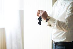 Maninställning - upp bowtien Royaltyfri Foto