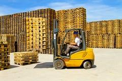 Manipulação do Forklift fotografia de stock royalty free