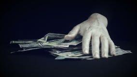 Manipulaties met een pak van geld stock video