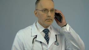 Manipulera att kalla patienten, service för medicinsk konsultation vid telefonen, hälsovård lager videofilmer