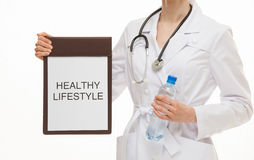 Manipulera att rymma en skrivplatta och att kalla till den sunda livsstilen Arkivbilder