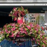 Maniquí adornado con las flores Desfile de la flor Fotos de archivo
