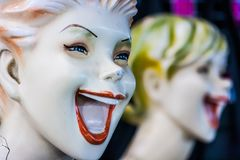 Maniquí con un mercado espeluznante de la sonrisa al fin de semana, Phuket, Tailandia foto de archivo