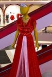 Maniquí de la mujer en vestido rojo foto de archivo libre de regalías