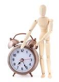 Maniquí de madera con el reloj de alarma old-styled Foto de archivo