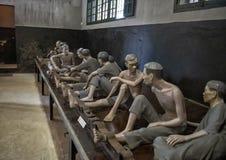 Maniquíes de presos vietnamitas en la prisión de Hoa Lo imagen de archivo libre de regalías