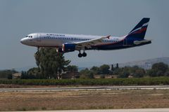 Manises, Spanje - Juni 16, 2016: De Luchtbus A320 die van Aeroflot bij Manises luchthaven in Valencia, Spanje landen stock afbeelding