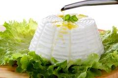 Manjericão italiana da extremidade da salada verde do ricotta Foto de Stock