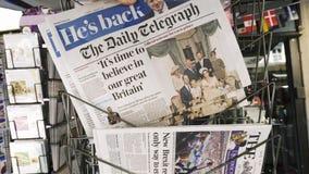 Manköpandetidning som presenterar Boris Johnson arkivfilmer