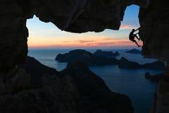 Manklättringgrotta på berget Royaltyfria Foton