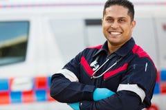 Manlig ambulanspersonal Arkivbild