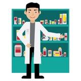 Manlig apotekare i ett apotek mitt emot hyllorna med mediciner isolerade fängelsekunder för armomsorg hälsa också vektor för core Royaltyfri Bild