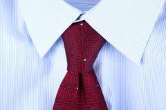 Manlig bakgrund för skjorta och för band Arkivfoto