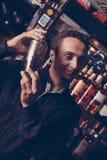 Manlig bartender royaltyfria foton
