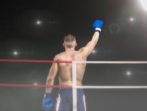 Manlig boxare med en hand upp i boxningsring Royaltyfri Fotografi